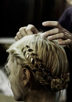braids with gold headpiece. Pretty Hairstyles, Braided Hairstyles, Wedding Hairstyles, Fashion Hairstyles, Cabelo Inspo, Jace Lightwood, Feather Headband, Hair Piece, Hair Day