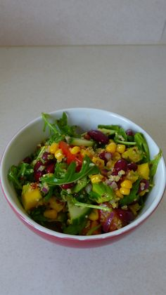 Salade croquante au quinoa, haricots rouges, mangue et myrtilles
