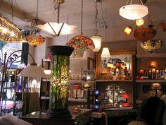 Art Nouveau et aussi Art Déco, ce magasin fait rêver...