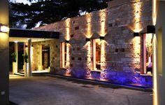 Un salón para eventos en Buenos Aires se ilumina con luminarias LED 08- iluminacion.net Daytona Beach, Villas, Interior Decorating, Architecture, Home, Outdoor Events, Outdoor Parties, Function Hall, Party Lights