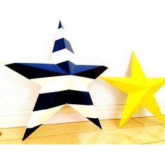 インテリアアイテムとしても人気急上昇中のティンバーンスター(Tin barn star)。もともとアメリカで、魔除け、ラッキーアイテムとして、納屋の壁などに飾られていたブリキ製の星の飾りです。それが、インテリアアイテムとしても人気が広がってきています。 厚手の色画用紙などで作ると、できあがりがしっかりします。