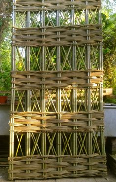 10 Easy Pieces: Garden Trellis Panels - Gardenista - 10 Easy Pieces: Garden Trellis Panels – Gardenista Source by momcombes - Willow Fence, Willow Garden, Garden In The Woods, Garden Trellis Panels, Diy Trellis, Lattice Garden, Jardin Decor, Pergola, Outdoor Garden Statues