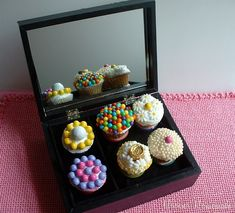 Edible ring cupcakes in a jewelry box, perfect for Mother's Day (or any jewelry lover's birthday). How-to video included. Edible Crafts, Easy Diy Crafts, Diy Crafts For Kids, Simple Crafts, Craft Ideas, Cute Cupcakes, Cupcake Cookies, Mothers Day Rings, One Day