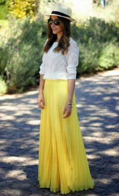 saia longa plissada amarela + chapéu= perfeito.