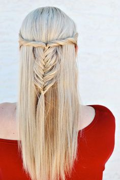 Summer Hairstyles : Half-Up Twisted Fishtail The Prettiest Half-Up Half-Down Hairstyles for Summer Fishtail Hairstyles, Down Hairstyles, Pretty Hairstyles, Straight Hairstyles, Braided Hairstyles, Hairstyles Haircuts, Blonde Hairstyles, Elegant Hairstyles, 1950s Hairstyles