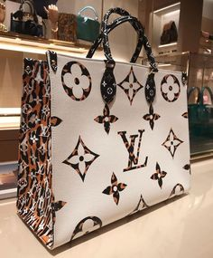 💎 worldwide shipping 💎lux quality 💎direct for more photos and price‼️ 💎 💗real leather Hermes Handbags, Replica Handbags, Louis Vuitton Handbags, Purses And Handbags, Gucci Bags, Luxury Purses, Luxury Bags, Latest Bags, Big Bags