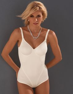 Model at Midnight: Lena Gercke - Page 2