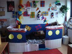 Stoomboot in de klas Diy Preschool Toys, Preschool Pirate Theme, Preschool Classroom, Diy Toys, Saint Nicholas, Dramatic Play, Treasure Island, Educational Activities, Childcare