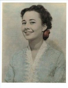 As a young bride, Darlene Deibler accompanied her missionary husband to the Baliem Valley of New Guinea in hopes of ministering to the tribal people. Instead she ended up in a Japanese prison camp for the duration of World War II . . .