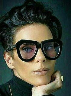fashion eye glasses for women 2020 / fashion eye glasses for women Funky Glasses, Cute Glasses, Lunette Style, Fashion Eye Glasses, Sunglass Frames, Laura Ashley, Trends 2018, Sunglasses Women, Sunnies Sunglasses
