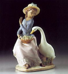 01012312   GOOSE TRYING TO EAT        Issue Year:   1995    Retirement Year:   1998    Sculptor:   Vicente Martínez    Size: 9¾x7¾ ""