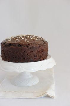 VideoRicetta: Torta (vegana) al Cioccolato con Perle di Zucchero – La Cucina Psicola(va)bile di Iaia & Maghetta Streghetta