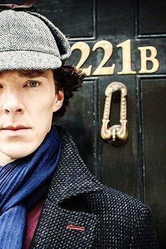 13.4. Шерлок. Вообще люблю детективы, но настоящие, качественные, чтобы загадка вообще не разгадывалась или с большим трудом. Образ актера тоже симпатичен
