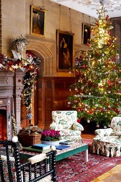 Christmas Decorations for every room of the house. From Stylish Christmas trees, to tables & wreaths for door decoration. Deck your halls with these stylish ideas to steal. English Christmas, Victorian Christmas, Country Christmas, Vintage Christmas, Victorian Bed, Victorian Decor, Christmas Night, All Things Christmas, Christmas Holidays