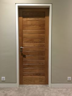 Flush architrave, solid oak door