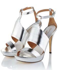 Natur trifft Futur: Keilsandalette in Metallic-Optik. #Sandalette #Schuhe #silver #Impressionenversand