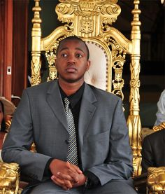 18 yr old KING Oyo Nyimba Kabamba Iguru Rukidi IV technically became the king of western Uganda's Tooro kingdom at age 3, when his father died suddenly of a heart attack. But Tooro custom dictates that a king cannot fully assume the duties of office until adulthood. A few days after his 18th birthday, King Oyo's enthusiastic subjects crammed into the garden of his hilltop palace to witness a coming-of-age ceremony attended by tribal leaders from across Africa & Uganda.