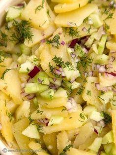 SALATA BAVAREZA DE CARTOFI   Diva in bucatarie Cold Vegetable Salads, Roasted Eggplant Dip, Good Food, Yummy Food, Romanian Food, Cooking Recipes, Healthy Recipes, Desert Recipes, Potato Recipes