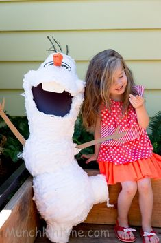How To Make Olaf Pinata Easy DIY Tutorial - It was my daughter's birthday few weeks ago, as you can see we had Frozen Theme for her birthday party...