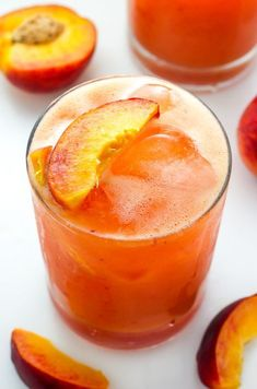 A summertime list of the perfect peach cocktails from margaritas to sangria and bellini to frozen peach concoctions! Peach cocktail recipes for all! Summer Drinks, Cocktail Drinks, Fun Drinks, Cocktail Recipes, Sangria Recipes, Beverages, Recipes Dinner, Easy Cocktails, Mixed Drinks