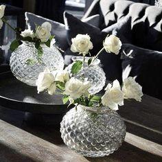 Finn frem boblevasene dine og fyll de med roser nå blir dagene lengre, våren står for tur og hverdagen har startet i et helt nytt år