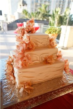Coral Wedding Cake with Orchids | @PerfectWedding Guide #WeddingBlog #RealWedding