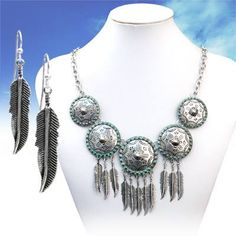 https://www.facebook.com/starstruckcowgirlshop/photos/a.215976895217.171745.193962805217/10153626813645218/?type=3&theater