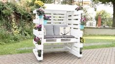 Use Pallet Wood Projects to Create Unique Home Decor Items – Hobby Is My Life Pallet Home Decor, Pallet Garden Furniture, Outdoor Furniture Sets, Furniture Ideas, Pallets Garden, Palette Furniture, Easy Woodworking Projects, Diy Pallet Projects, Pallet Ideas