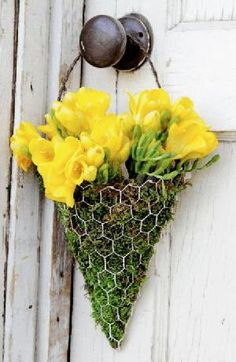 *Floral Wall Scones DIY* If you are looking for a unique way to decorate your ho. *Floral Wall Scones DIY* If you are looking for a unique way to decorate your house, whether it's inside or outside, Garden Crafts, Garden Projects, Garden Art, Diy Projects, Easter Projects, Garden Design, Mural Floral, Floral Wall, Floral Motif