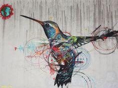 L7M décore les rues brésiliennes de ses peintures chatoyantes, entre street-art et ornithologie.