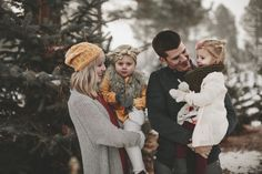 Winter Family Pictures, Family Photos With Baby, Outdoor Family Photos, Xmas Pictures, Family Christmas Outfits, Family Photo Outfits, Christmas Minis, Winter Family Photography, Family Posing
