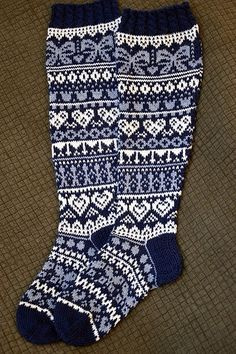Knitting Stitches, Knitting Socks, Wool Socks, Sock Shoes, Mittens, Knit Crochet, Cross Stitch, Clothes For Women, Sewing