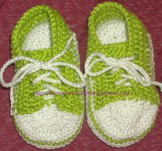 Sapatinhos de crochê All Star de cano curto para bebês