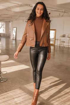 Chic Black Leggings - Vegan Leather Leggings - Cropped Leggings - Lulus Leather Leggings Look, High Waisted Leather Leggings, Brown Leather Pants, Leather Pants Outfit, Leggings Are Not Pants, Black Leggings, Outfits Leggins, Cute Outfits, Simple Outfits