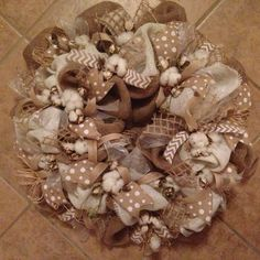 cotton and burlap wreath Fall Wreaths, Mesh Wreaths, Christmas Wreaths, Country Wreaths, Burlap Wreaths, Material Flowers, Fabric Flowers, Paper Flowers, Cotton Wreath