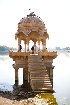 This would b a nice place to get married :) Jaisalmer: Gadi Sagar Lake: Cenotaph, India Rajasthan Inde, Oh The Places You'll Go, Places To Visit, Indian Architecture, Ancient Greek Architecture, Beautiful Places, Beautiful World, Amazing India, Destinations