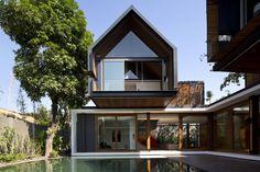 Gallery of Svarga Residence / RT+Q Architects - 1