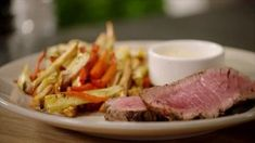 Chateaubriand met bearnaisesaus en groentenfrietjes Healthy Drinks, Healthy Recipes, Surf And Turf, Love Food, Healthy Life, Foodies, Yummy Food, Beef, Meals