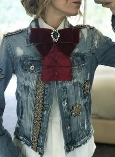 Funky denim and tie for a unique vintage look. - Funky denim and tie for a unique vintage look. Love the style you love. Mode Chic, Mode Style, Mode Outfits, Stylish Outfits, Stylish Men, Denim Fashion, Fashion Outfits, Womens Fashion, Fashion Details