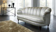 Trochę, jak z bajki lub filmu o romantycznej miłości... Na pewno wywołuje miłość od pierwszego siedzenia! Sofa, Couch, Love Seat, Furniture, Home Decor, Homemade Home Decor, Settee, Couches, Home Furnishings