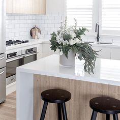 Super Home Design Scandinavian Modern Kitchens 61 Ideas Small Farmhouse Kitchen, Rustic Country Kitchens, Rustic Kitchen, Kitchen Dining, Dining Area, Modern Farmhouse, Farmhouse Decor, Scandinavian Modern Kitchens, Modern Kitchen Design
