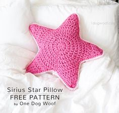 A free crochet pattern of a Star Pillow. Do you also want to crochet this Star Pillow. Read more about the Free Crochet Pattern Sirius Star Pillow. Granny Square Crochet Pattern, Easy Crochet Patterns, Amigurumi Patterns, Crochet Motif, Diy Crochet And Knitting, Crochet Home, Thread Crochet, Free Crochet, Crochet Starfish
