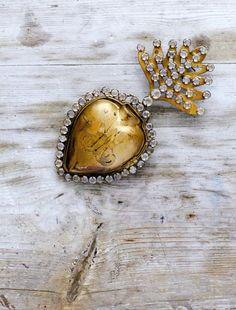 love the tarnish with beautiful diamonds