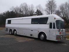 1976 Eagle coach bus bouth new by Mel Tillis Escuderias F1, Bus Conversion For Sale, Prevost Bus, Used Bus, Rv Bus, Buses For Sale, Buses And Trains, Busses, Amazing Cars
