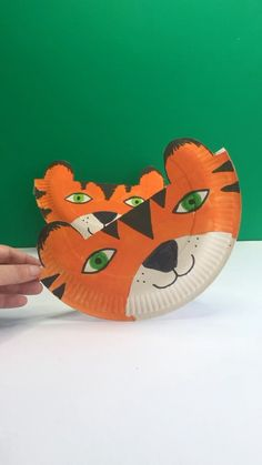 Craft Kids, Crafts For Kids, Simple Shapes, Paper Plates, Teaching Kids, Super Cute, Outdoor Decor, How To Make, Fun