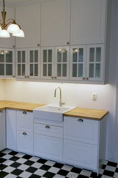 IKEA Metod kitchen | Metod_Ikea_bodbyn. How not to combine wall cabinets  Awkward...