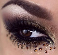 Arabic Inspired Smokey Eyes w/ added Bling Using eyeshadow palette & glitter Wearing lashes from House of Lashes bottom and top & in brown. Will share steps soon :) - Punk Makeup, Eye Makeup Art, Beauty Makeup, Hair Makeup, Jewel Makeup, Crystal Makeup, Gold Makeup, Makeup Style, Makeup Eyes