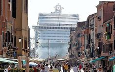 Scary. MSC Divina (3000 guests + 1000 men crew) having a stop in Venice, Italy.