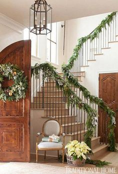 Things That Inspire: Holiday entryway decor