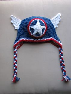 DROPS Design Loves 2 Quilt Captain America hat